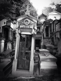 This city of the dead is one of Paris's largest cemeteries, and the final resting place of the likes of Oscar Wilde, Jim Morrison, Edith Piaf, Gustave Doré, Frederic Chopin, Maria Callas... sketchbookexplorer.com @davidasutton @sketchbookexplorer Facebook.com/davidanthonysutton #photograph #photo #b&w #paris #france #travel #travelblog #perelachaise